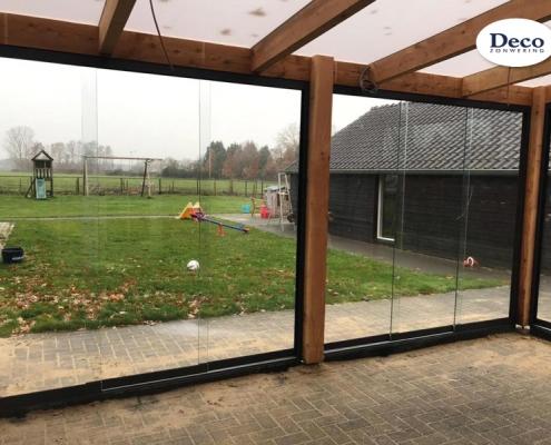 Glazen schuifwanden - overkapping van tuinhout Van Der Sangen