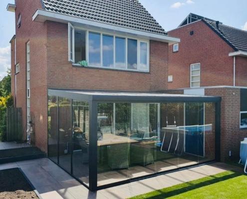 Complete tuinkamer met glaswand