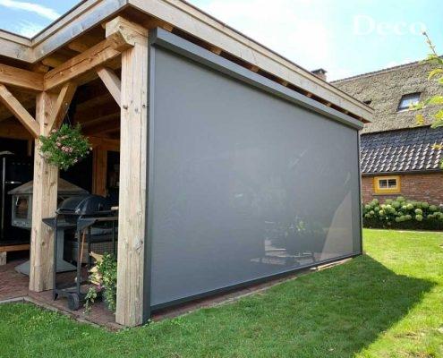 Windvaste screens in overkapping